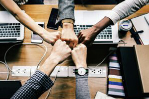 How To Successfully Manage Hybrid Teams